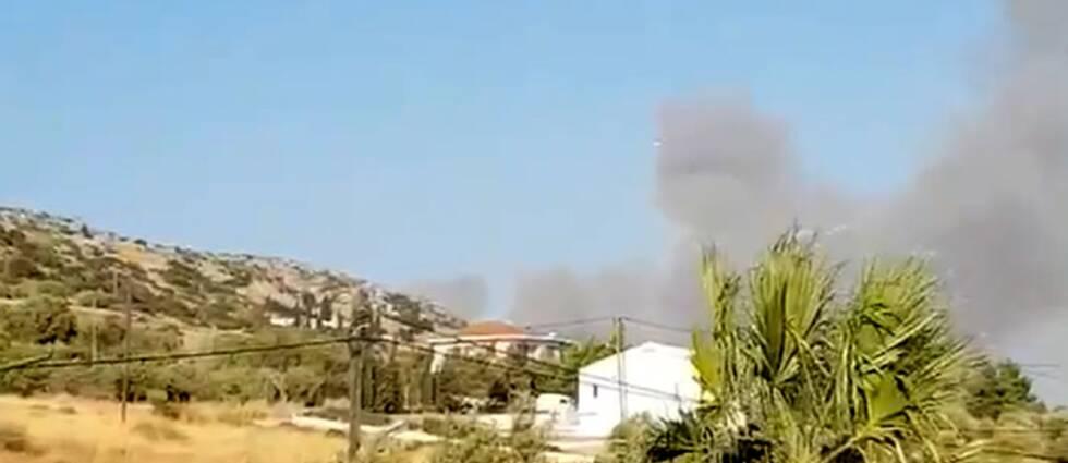 Rök från skogsbranden på Samos.