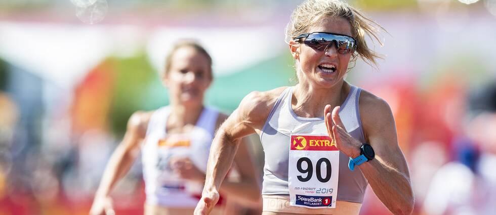 Therese Johaug springer 10000 meter under Norska mästerskapen.