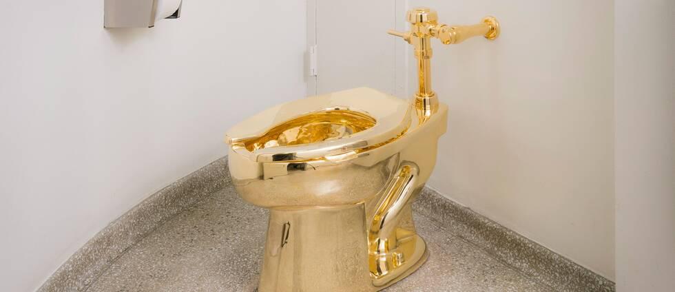 """Här är den fullt fungerande guldtoaletten """"America"""" – innan någon otillbörlig la vantarna på den."""