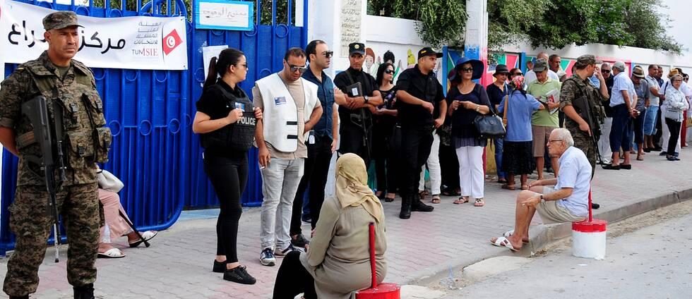En vallokal i Tunisien, inför presidentvalets första omgång.