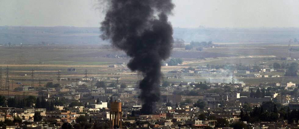 Skottlossning och granateld i Ras al-Ayn i Syrien.