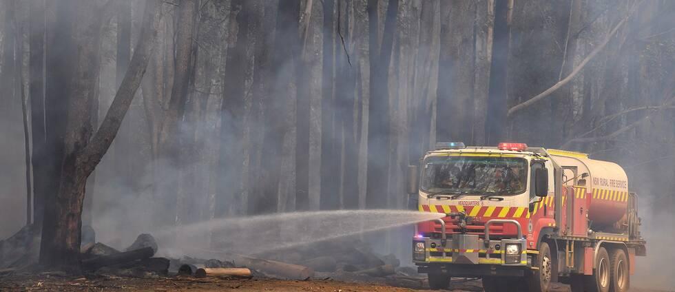 Brandbil som bekämpar skogsbränderna i Australien