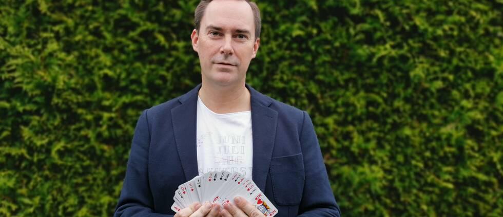 Minnesmästaren Martin Nilsson. En av helgens tävlingsmoment är att komma ihåg kortlekar.