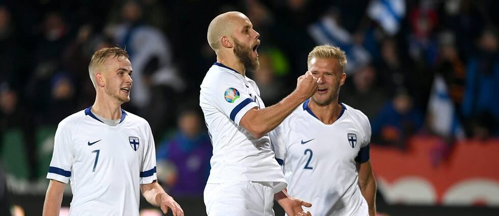 Se Pukki göra Finlands 3-0-mål.
