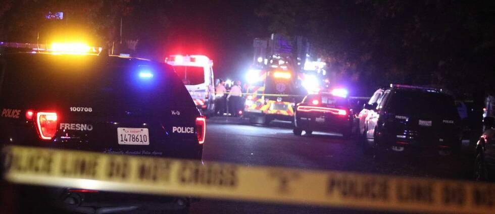Polisavspärrningar i Fresno i Kalifornien där minst fyra människor dött i samband med en skottlossning.