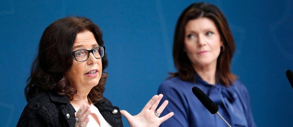 Arbetsförmedlingens nya chef Maria Mindhammar presenteras av arbetsmarknadsminister Eva Nordmark (S).