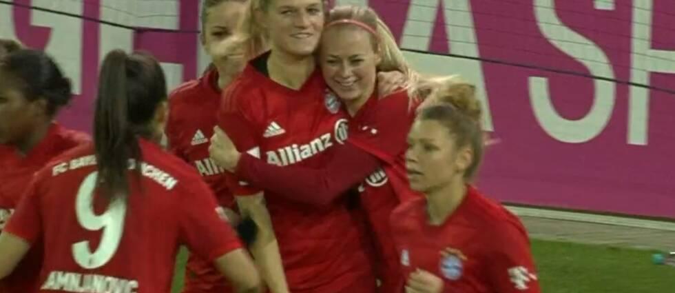 Amanda Ilestedt (näst längst till höger) har gjort sitt första mål för Bayern München.