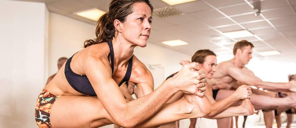 Angelica Majoros lär ut bikramyoga i sitt yogacenter men vill inte förknippas med gurun Bikram som anklagas för sexuella övergrepp.