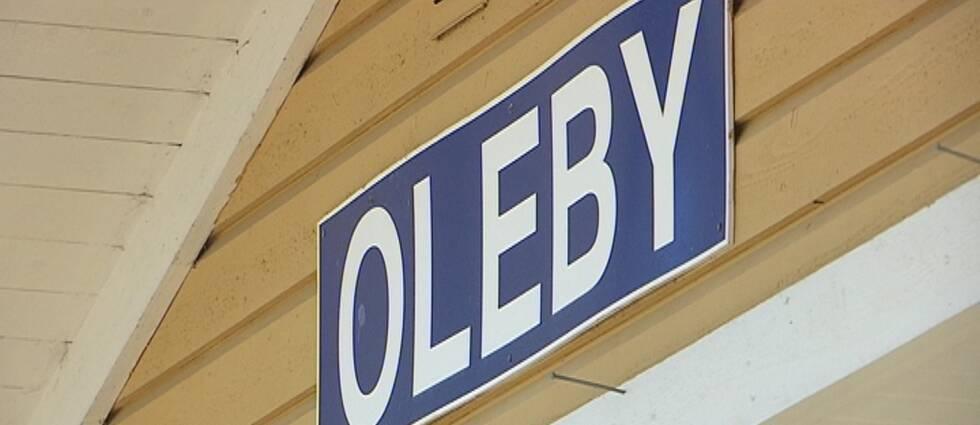 Skylt på Oleby station.