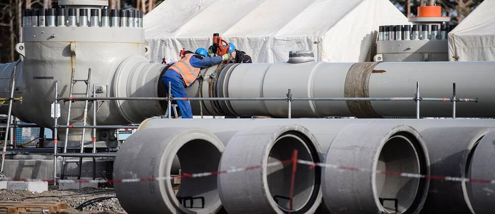 Arbetare på byggarbetsplats för Nord Stream 2 i Lubmin, Tyskland, mars 2019.
