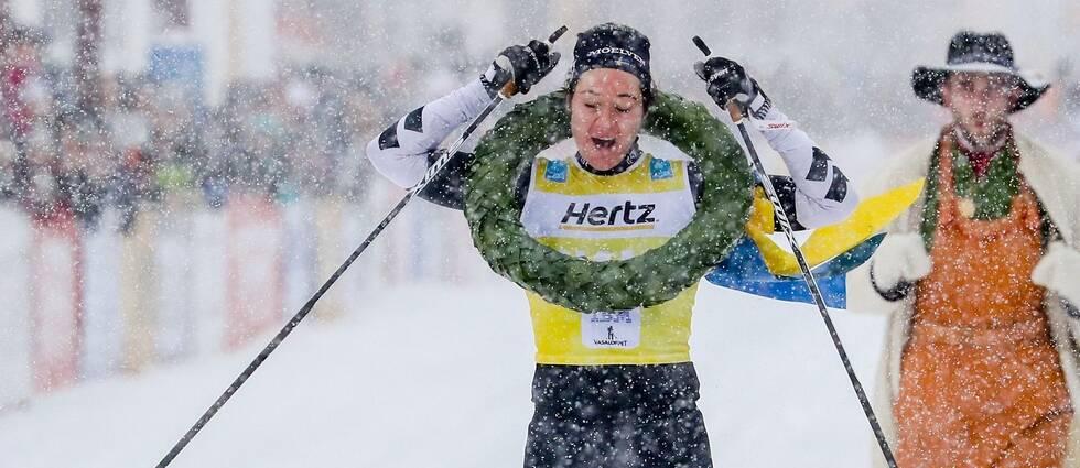 Britta Johansson Norgren går i mål under Vasaloppet 2019