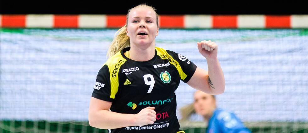 Emma Ekenman Fernis jublar under matchen mot Västerås Irsta.