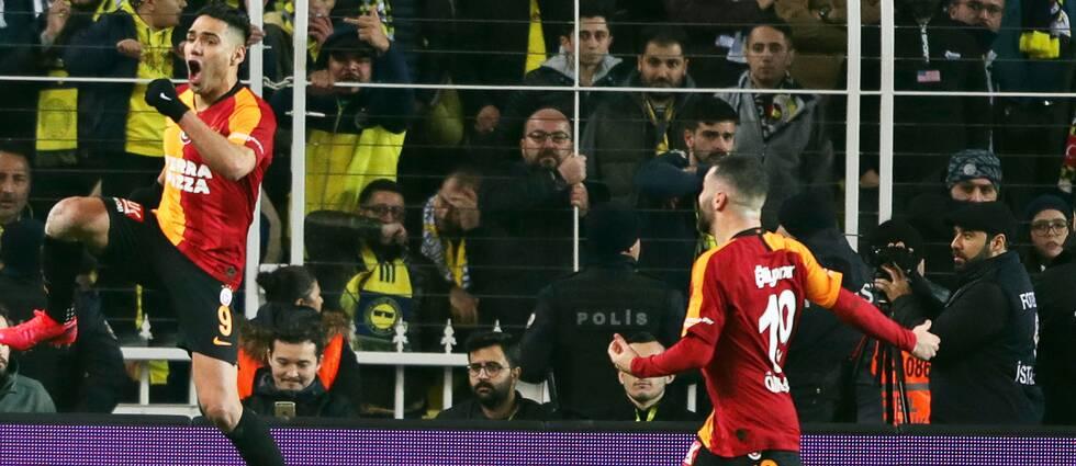 Radamel Falcao (till vänster) gjorde ett av Galatasarays mål.