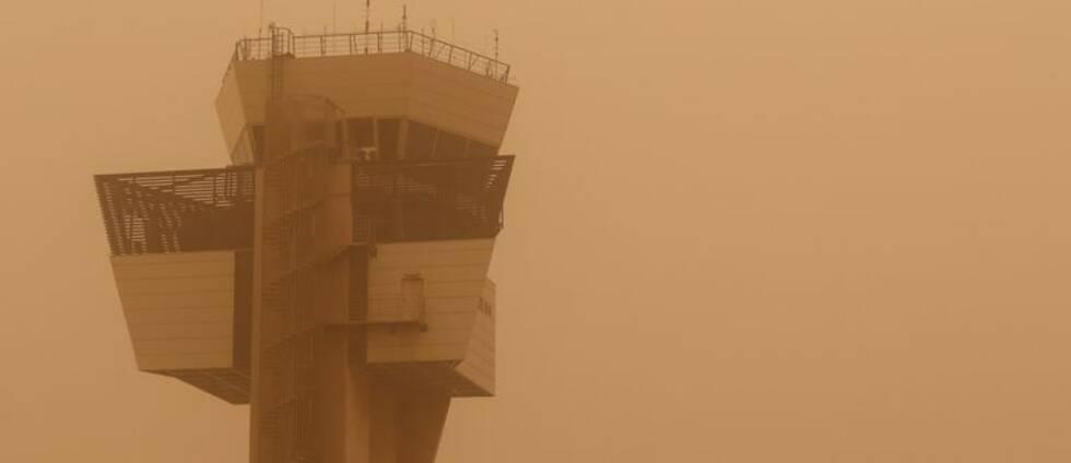 Ett flygtorn i sandstormen.