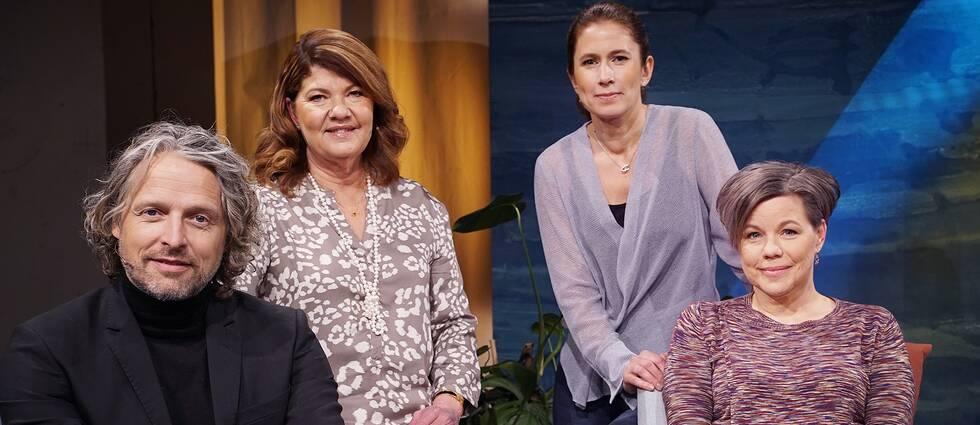 Psykolog Per Höglund, doktorn Karin Granberg, programledaren Linda Olofsson och Maria Furberg, överläkare i infektionssjukdomar, i Fråga doktorn.