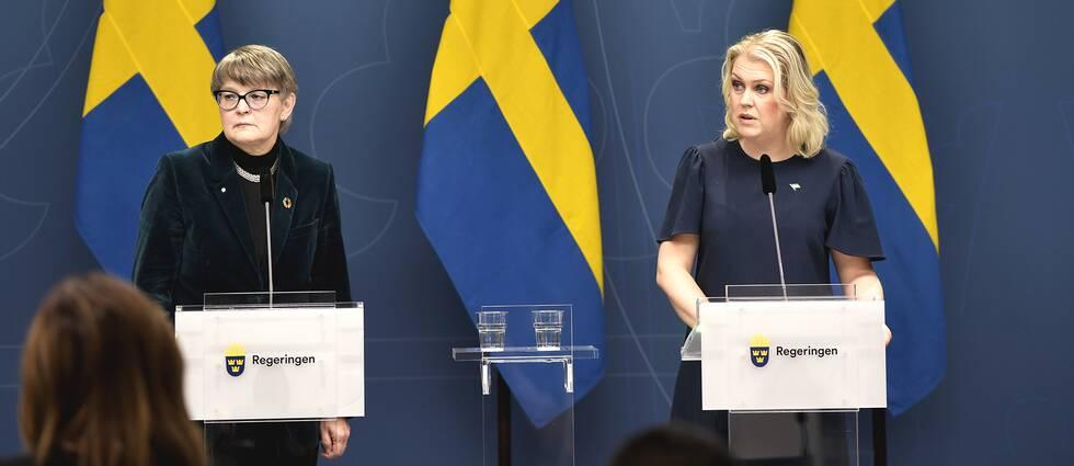 Läkemedelsverkets generaldirektör Catarina Andersson Forsman och socialminister Lena Hallengren (S) håller en pressträff i Rosenbad