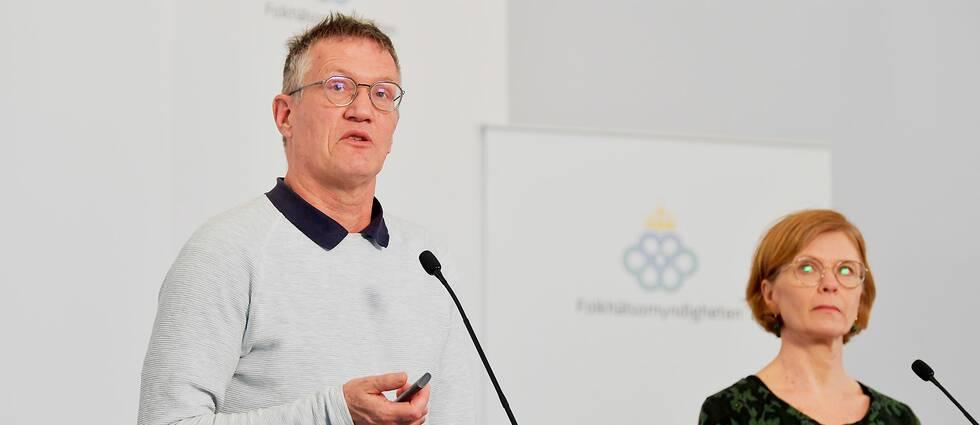 Statsepidemiolog Anders Tegnell och Maria Bergstrand, tillförordnad enhetschef operativ ledning på MSB under Folkmyndighetens pressträff på torsdagen