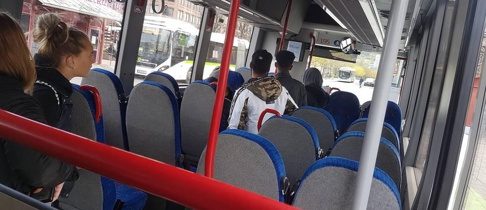 Trängsel på bussen