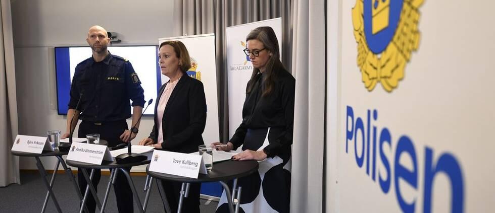 Björn Eriksson, kriminalinspektör vid nationella operativa avdelningen på polisen och åklagarna Annika Wennerström, och Tove Kullberg. Arkivbild