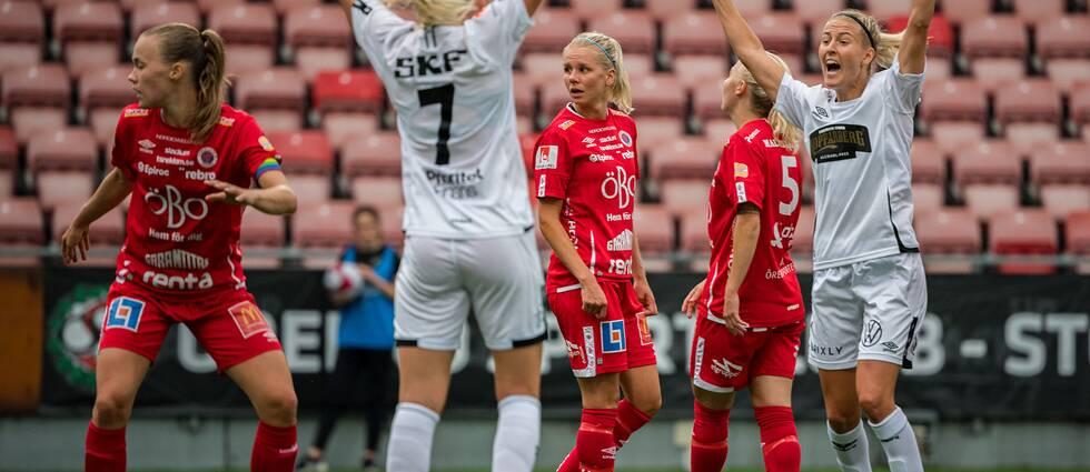 Göteborgs Stina Blackstenius och Emma Kullberg jublar.