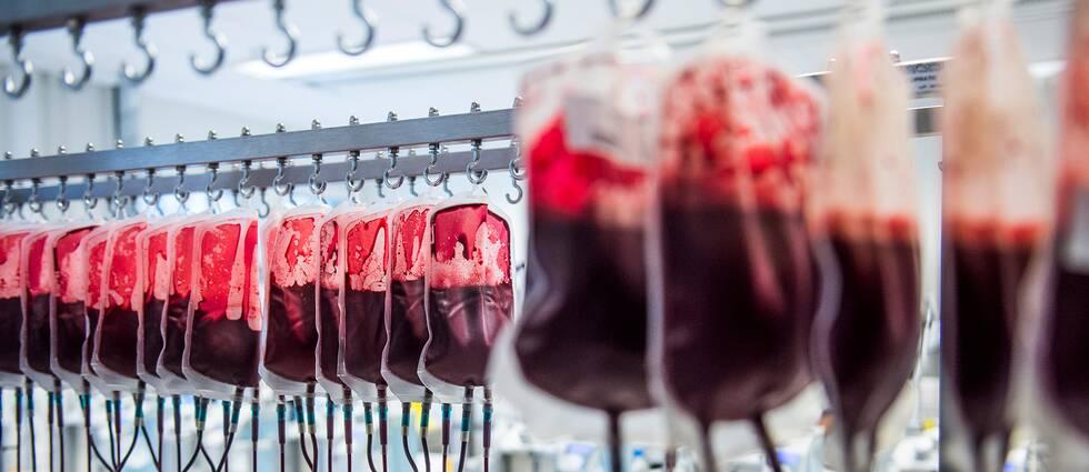 1180 nu levande personer har sannolikt fått blod smittat med hepatit C, genom blodtransfusioner mellan 1960 och 1990.