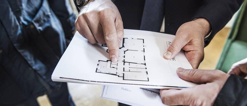 Under juli gjordes 8200 bostadsrättsaffärer i Sverige, enligt Svensk Mäklarstatisitk. Det är ovanligt många för att vara lågsäsong.
