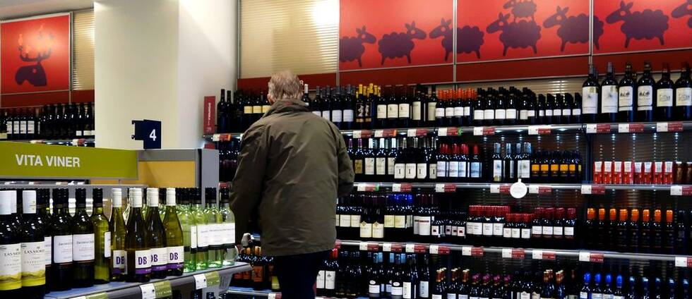 """Vinförsäljning på Systembolaget marknadsförs som """"rea"""" av importörer – trots att det går emot alkohollagen. Arkivbild, viner på Systembolaget."""