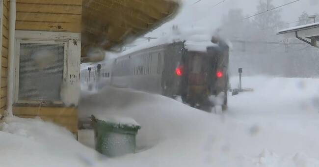Tågen står stilla – passagerare evakueras