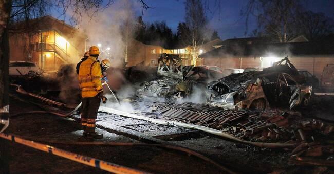 Brand i garage i Mullsjö – flera bilar utbrända