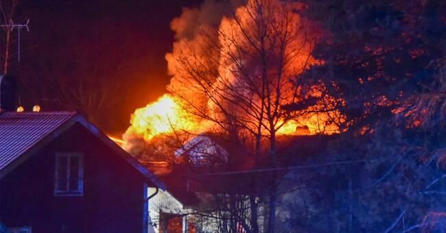 Tre till sjukhus efter villabrand i Lerum
