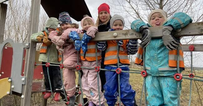 Barnen på finska förskolan älskar böcker