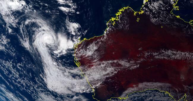 Tropiskt oväder närmar sig Australiens västkust