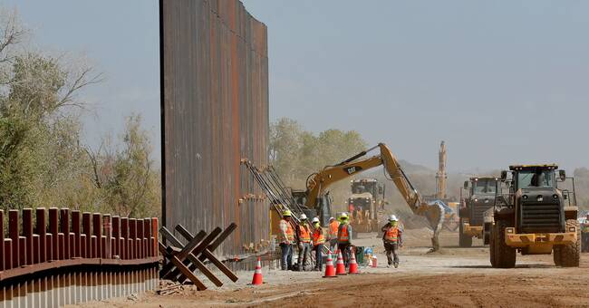 President Biden stoppar muren mot Mexiko