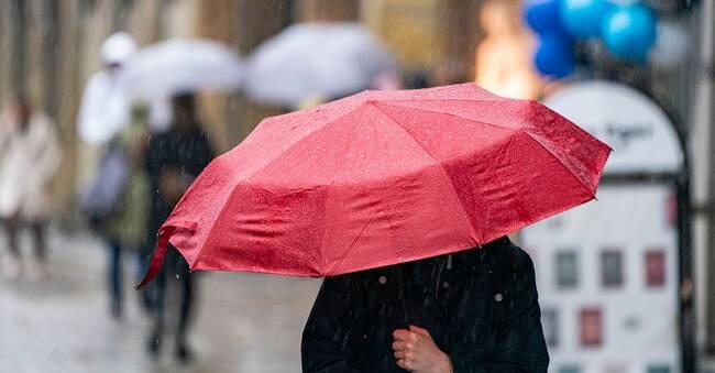 Efter värmen och torkan – regnskurar väntas i stora delar av Sverige