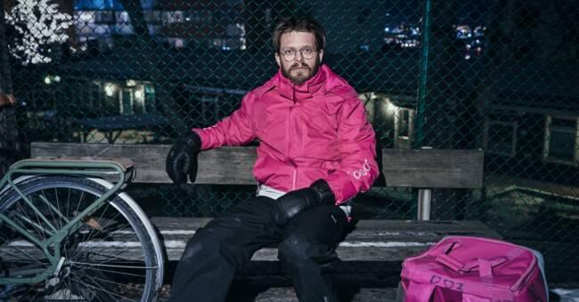 Han beskriver livet som cykelbud: Kunder öppnade dörren utan byxor - Sveriges Television