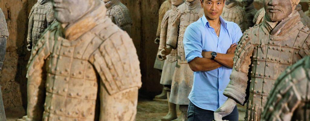 National Geographics Albert Lin tar oss med in i Kinas förste kejsares grav och avslöjar de fruktansvärda hemligheter som ligger begravda tillsammans med Terrakottaarmén.