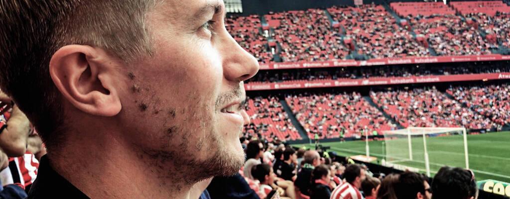 Jussi Vatanen reser runt i Europa för att träffa andra fans och lära sig mer om lokal fotbollskultur.