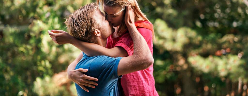 Tobias (Gustav Dyekjær Giese) och Rose (Sara Hjort Ditlevsen)