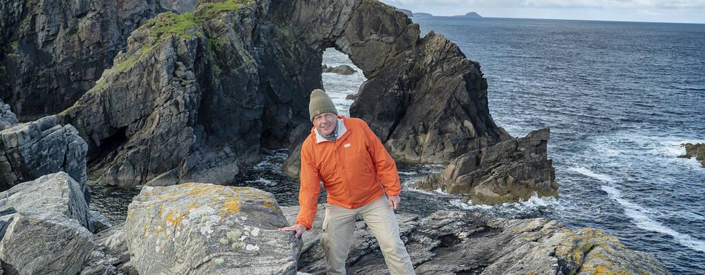 Colin Devey studerar Europas äldsta berggrund på Isle of Lewis i Skottland.