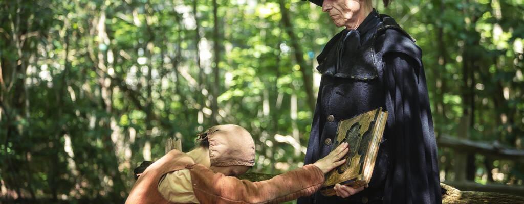 Allt började med två unga flickors vittnesmål, som slutar i en katastrof. En dramadokumentär som berättar om häxjakten i Salem, Massachusetts, år 1692, som slutade i att minst 20 kvinnor miste livet.
