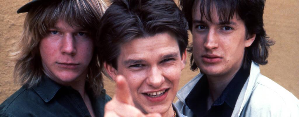 Pekka (Kalle Westerdahl), Xerxes (Benny Haag) och Tony (Joakim Börjlind) i tv-serien Xerxes.