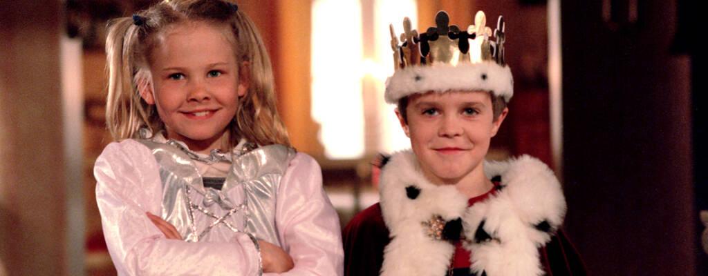 Julia (Katarina Ekholm) och Ronny (Alexander Bergman) i julkalendern Ronny och Julia.
