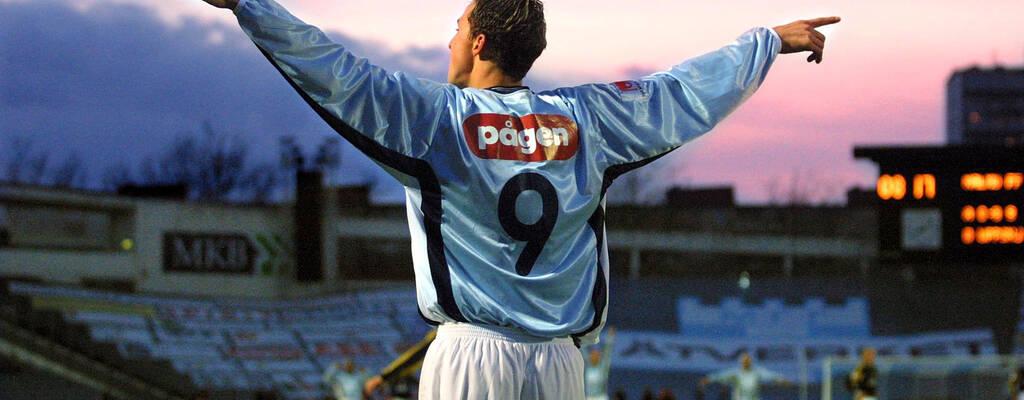 I dokumentären Den unge Zlatan skildras fotbollsikonen som ung. Här har han precis gjort 2 - 0 i en match mellan Malmö FF och AIK i oktober 2001, 20 år gammal.