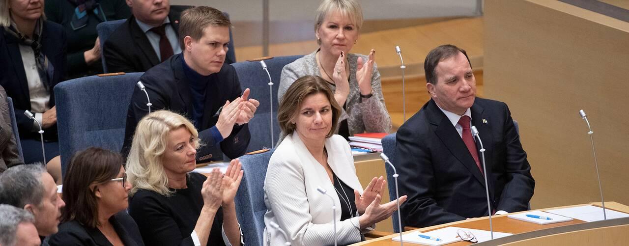 Applåder för Stefan Löfven efter statsministeromröstningen