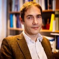 Litteraturvetaren Mats Malm väljs in i Svenska Akademien, efter att ständige sekreteraren Anders Olsson träffade kungen under fredagsförmiddagen.