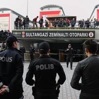 Den turkiska polisens senaste spår efter Jamal Khashoggis kropp är en diplomatskyltat saudisk bil som lämnats övergiven i ett garage i Istanbul. Ett videoklipp som visats i statliga turkisk TV påstås visa när en okänd man lämnar bilen där dagarna efter journalistens död.