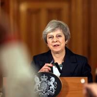 """""""Med varje fiber i kroppen tror jag att jag har valt rätt kurs"""", säger den brittiska premiärministern Theresa May efter ministeravhoppen."""