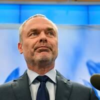 Liberalernas Skåneförbund försöker hindra Jan Björklund från att eventuellt släppa fram en S-ledd regering.