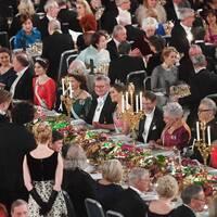 Honnörsbordet inför Nobelbanketten i Stadshuset i Stockholm.