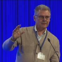 Ekonom Klas Eklund på scen, Folk och Försvar.